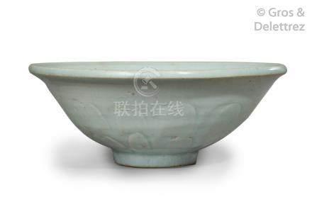 Chine, époque Yuan, XIVe siècle Coupe évasée en céramique «Douqing», à décor