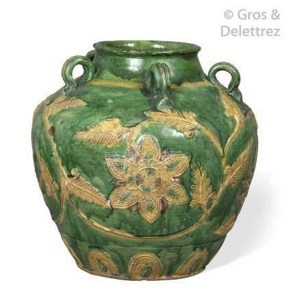 Chine, période Ming, XVIe  Petite jarre en céramique émaillée vernissée jaune v