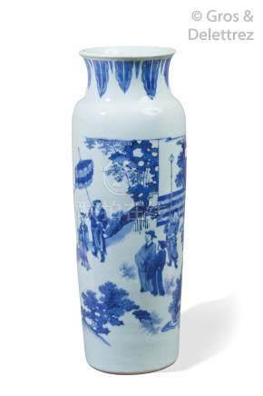 Chine, période Transition, XVIIe siècle  Grand vase cylindrique en porcelaine b