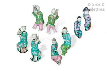 Chine, période Jiaqing  Paire d'appliques en biscuit et émaux de la famille ros