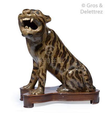 Chine, fin XIXe – début XXe siècle  Statuette en grès émaillé des fours du Fuxi