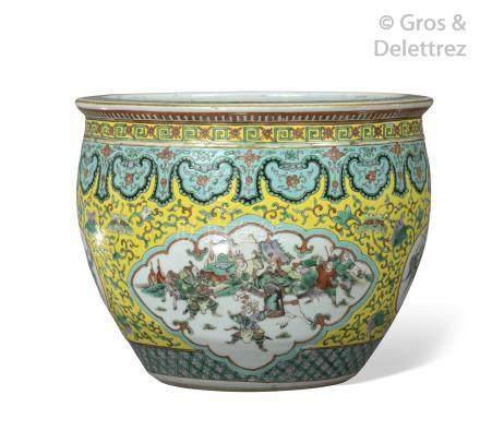 Chine, période Guangxu Petite vasque à poissons en porcelaine et émaux de la f