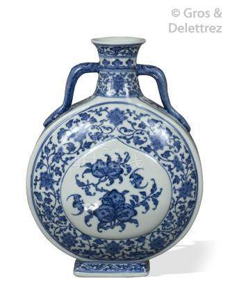 Chine, XIX-XXe siècle Vase gourde de type «moonflask» en porcelaine à deux a