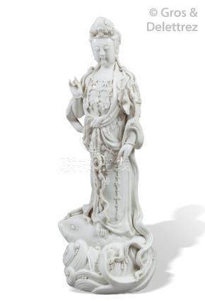 Chine, vers 1920  Importante statuette en porcelaine blanc de Chine, représenta