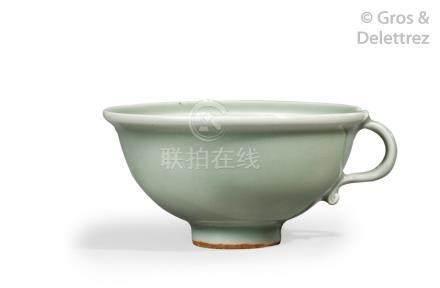Chine, XXe siècle  Petite coupe à thé dans le style de la céramique de Longquan