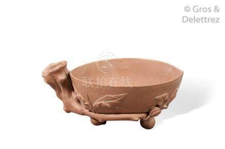 Chine, première moitié du XXème Godet de peintre en céramique reprenant la for