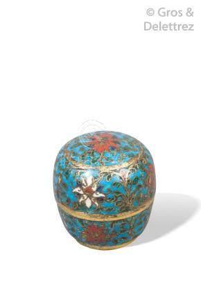 Chine, début XVIe siècle  Petite boite couverte à fards en émaux cloisonnés sur