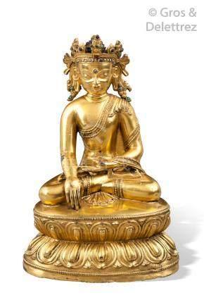Népal, XIVe/XVe siècle Statuette en cuivre doré représentant le bouddha Akshob