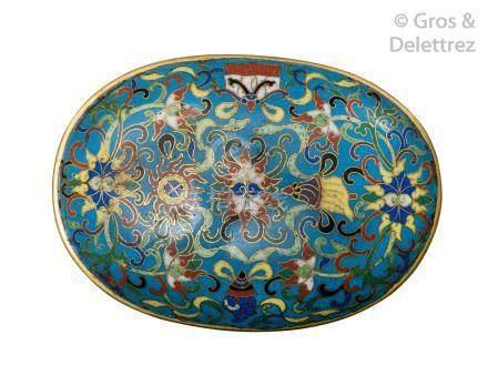 Chine, XIXe siècle  Élément de sceptre en émaux cloisonnés, à décor de fleurs d