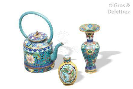 Chine, 2e moitié du XIXe siècle Lot de trois émaux cloisonnés polychromes sur
