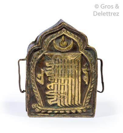 Tibet, vers 1900-1920  Petit reliquaire reprenant la forme d'un lotus, en cuivr