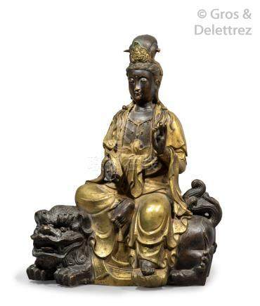 Chine, 2e moitié du XXe siècle  Groupe en bronze de patine contrastée, représen
