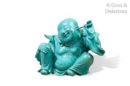 Chine, vers 1930  Statuette en turquoise, représentant Bouddaï se grattant une