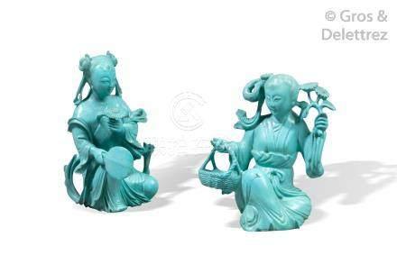 Chine, vers 1930  Deux statuettes en turquoise, représentant une jeune femme à
