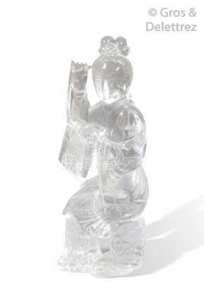 Chine, XXe siècle  Groupe en cristal de roche, représentant une jeune femme ass