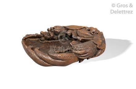 Chine, fin XIXe siècle Coupe en bambou sculpté prenant la forme d'une main de