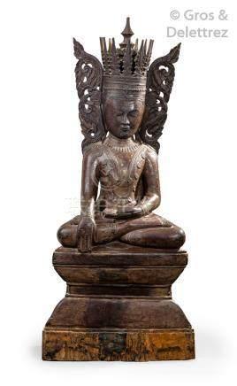 Birmanie, XIXe siècle Grande statue en bois laqué brun anciennement doré repré