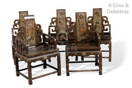 Chine, période Guangxu  Suite de dix fauteuils en bois laqué brun, rouge et or