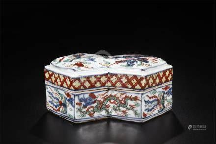 CHINESE PORCELAIN WUCAI DRAGON LIDDED DOUBLE DIAMOND SHAPED BOX