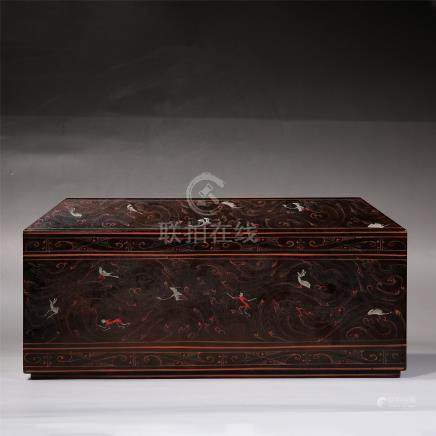CHINESE LACQUER RED PAINTED CUBOID LIDDED CASE