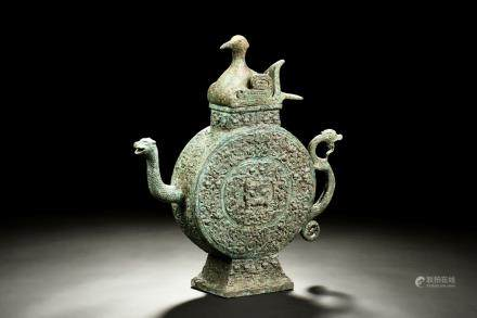 ARCHAIC BRONZE CAST 'MYTHICAL BEASTS' WINE EWER, HE