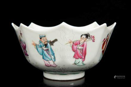 FAMILLE ROSE EIGHT-LOBED 'EIGHT IMMORTALS' BOWL