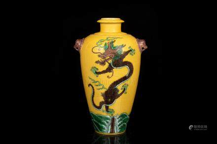 FAMILLE ROSE YELLOW GROUND 'DRAGON' VASE WITH HANDLES