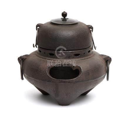 Réchaud à thé en fer (chagama) composée d'une bouilloire ronde en forme de dôme