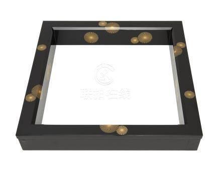 Robushi laqué noir (cadre carré placé autour d'une gazinière à thé), décoré de