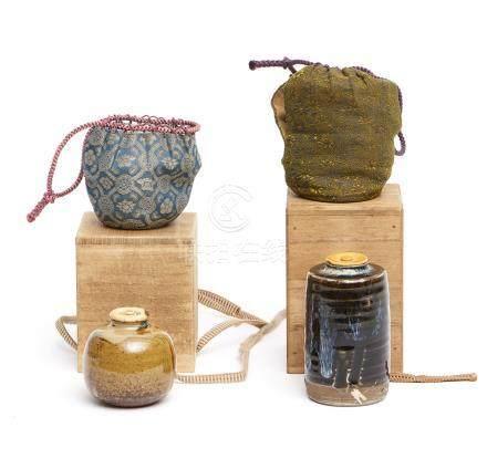 Ensemble de deux boîtes à thé rondes (chaire). Une à glaçure marron jaune et un