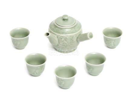 Ensemble en porcelaine céladon Nabeshima pour thé sencha, composé d'une théière