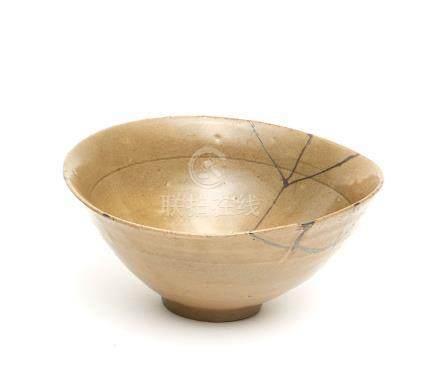Bol à thé Coréen, Céladon Goryeo, peu profond et doté de kintsugi (réparation d