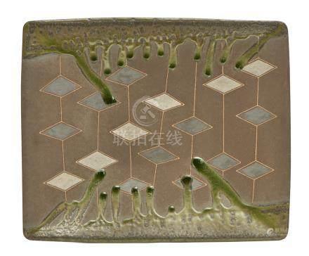 Plateau en grès rectangulaire décoré de motifs géométriques de losanges couleur