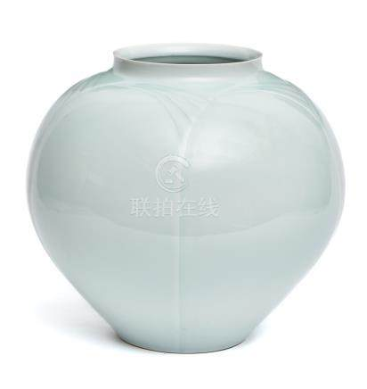 Vase rond en porcelaine de Tobe, avec une glaçure bleu-vert très clair, par-des