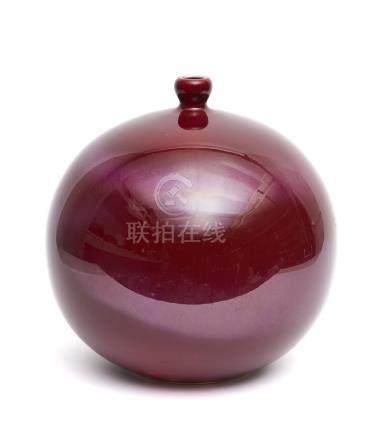 Vase globulaire en porcelaine (tsubo) à glaçure rouge profond (shinsha, rouge d