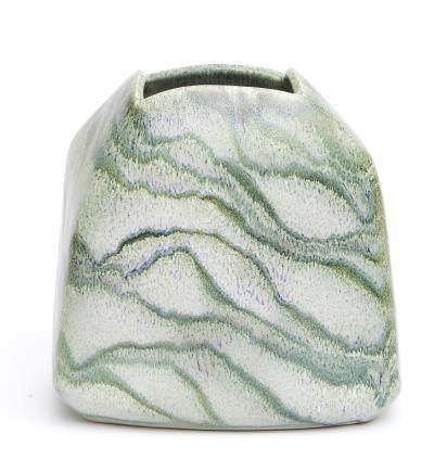 Vase plus ou moins carré en grès, à décor de lignes arquées vertes et blanches