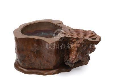 Brasero (hibachi) avec deux pots à feu fabriqué à partir d'une racine de tronc