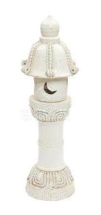 Rare lanterne de jardin en céramique en six parties en forme de Rikyu ronde.Pér