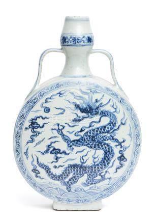 Vase gourde (bianping) en porcelaine bleu et blanc avec une ouverture à col en