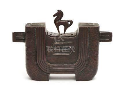 Brûleur à encens en bronze en légère forme de U (kōro) décoré d'un motif stylis
