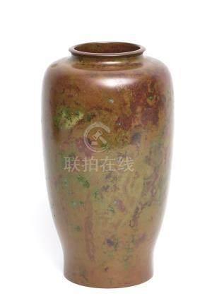 Vase globulaire noir-marron foncé en bronze, avec marque en dessous: Hō. Dans u