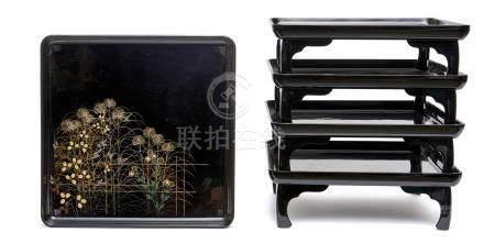 Ensemble de cinq tables laquées (kaisekizen), chacune décorée d'herbes d'automn