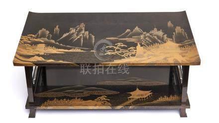 Table basse à deux plateaux laqués et décorés de paysages de montagne, de bâtim