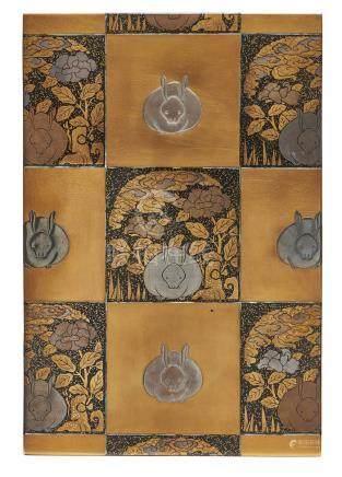 Petite écritoire plate (suzuribako) décorée sur les côtés extérieurs et le couv