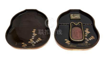 Grande écritoire (suzuribako) en forme de coloquinte. Signé Yōyūsai (Hara Yōyūs