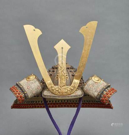 Grand casque hoshikabuto à seize plaques pour armure yoroi: à l'arrière, un pom