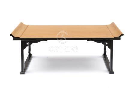 Table basse de sutra (Kyotsuke) de temple, laquée noire sauf pour les parties e
