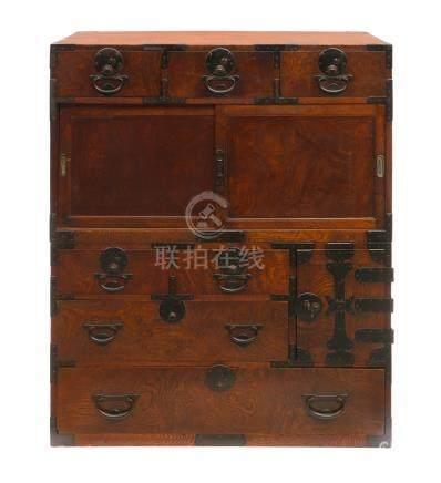 Meuble de commerçant (chodansu) en bois de zelkova (keyaki) en deux parties ave