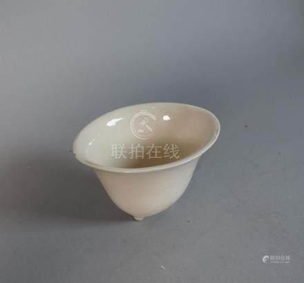 CHINE - Époque KANGXI (1662-1722) Coupe libatoire en porcela