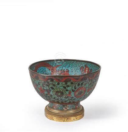 CHINE - XIXe siècle Bol en cuivre et émaux cloisonnés monté
